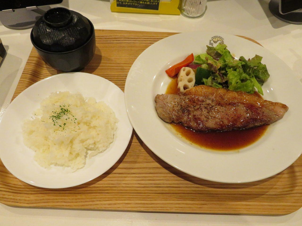 「すなば珈琲」特製のステーキセット。ごはんとみそ汁、コーヒーもついて1,200円(税抜)