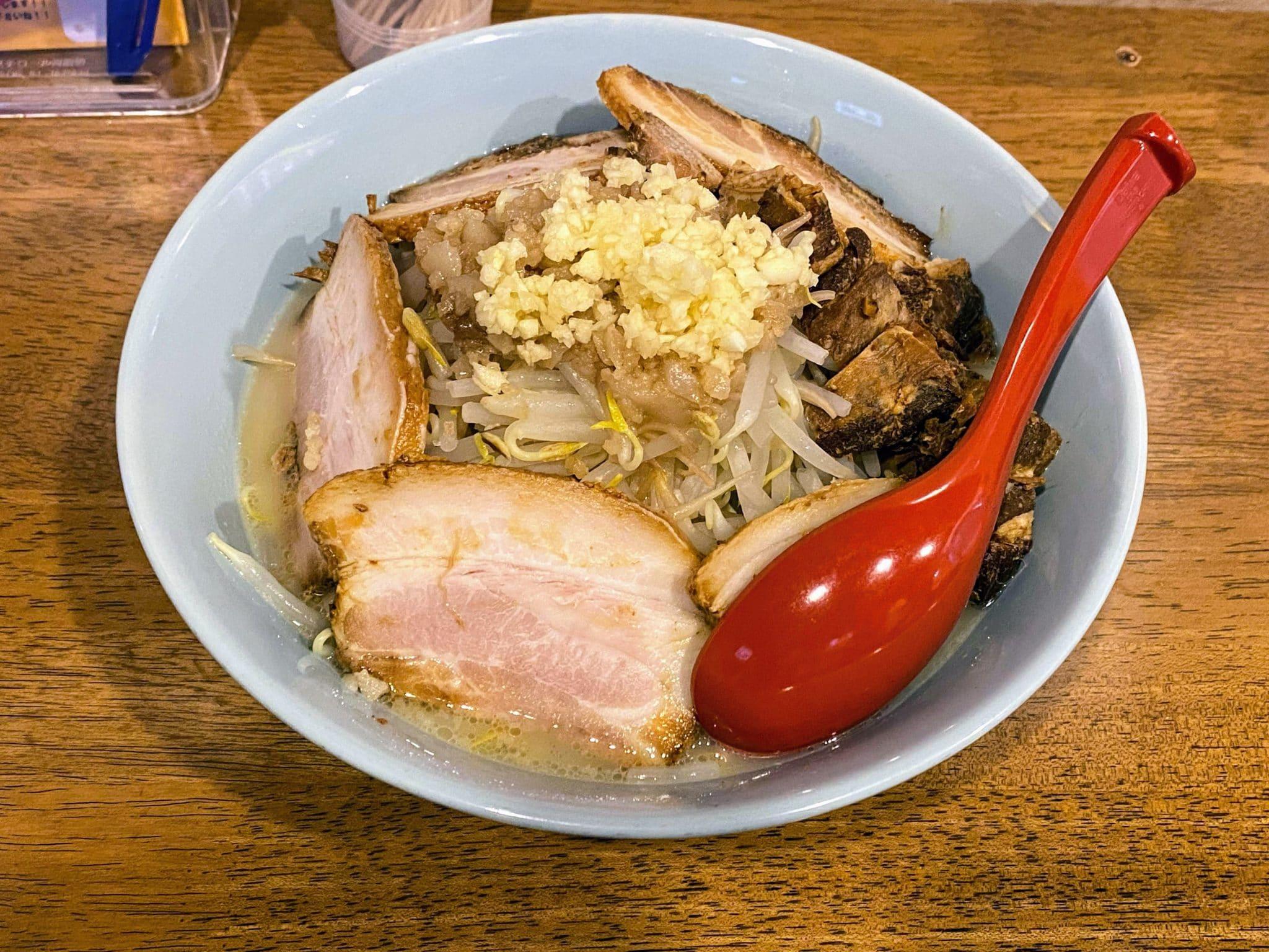 「篠寛ジロー」の「塩ジロー」(野菜増し、豚増し)