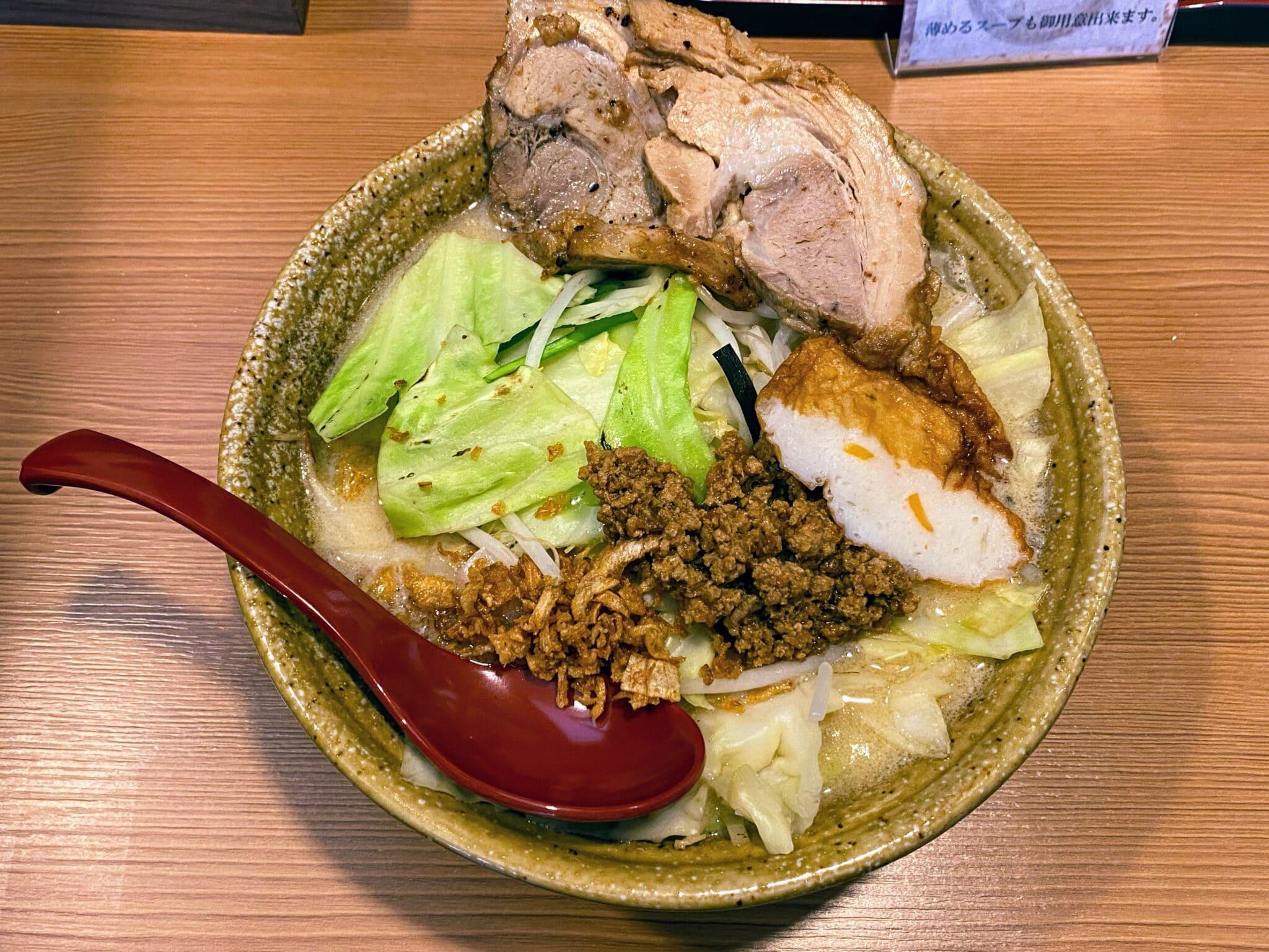 「唐崎商店」九州味噌ラーメン(野菜、チャーシュー2枚つき)