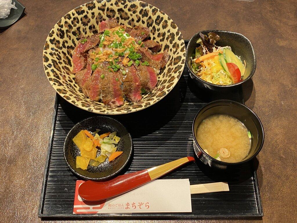 「和のごはん まちぞら」にていただいた「鳥取県産牛ステーキ 女帝のドレス飯」セット
